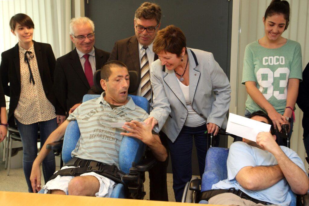 El servicio gallego de salud proporcionará una Tarjeta Sanitaria Doble AA a los pacientes con parálisis cerebral, lo que implica prioridad en el acceso a los servicios sanitarios