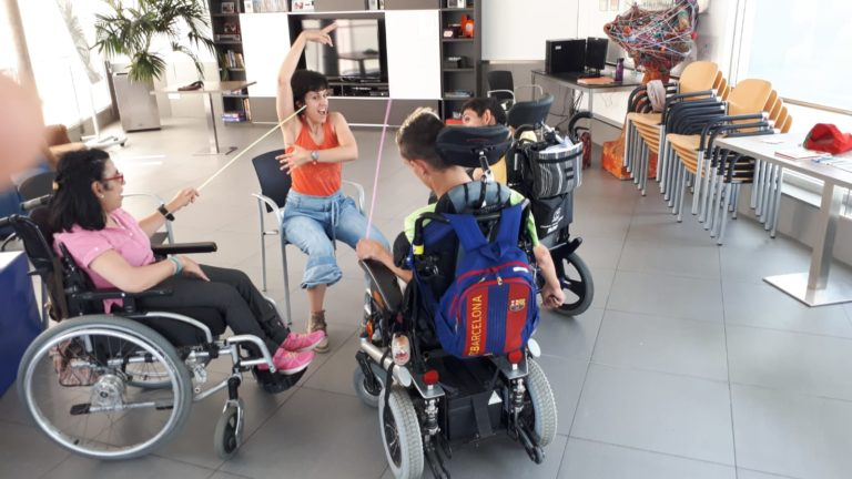 Comienzan los talleres de creación escénica y papel para personas con parálisis cerebral